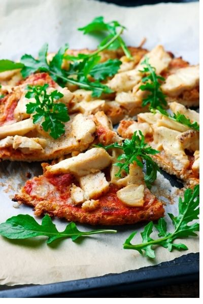 Easy cauliflower crust pizza with barbecue chicken